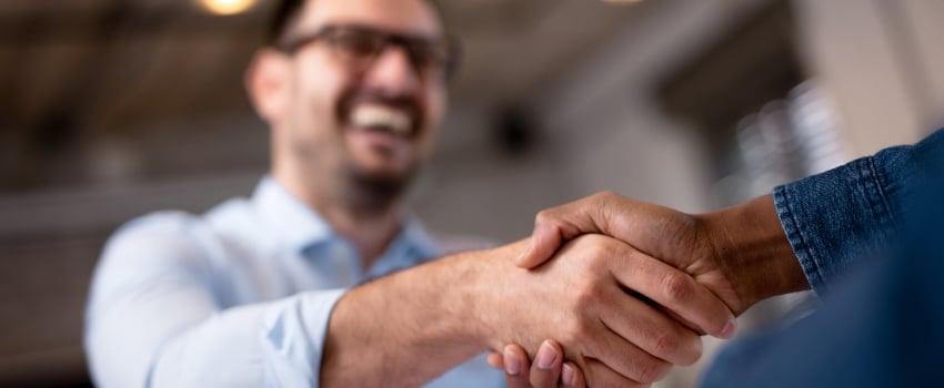 Handshake-Van-Discount